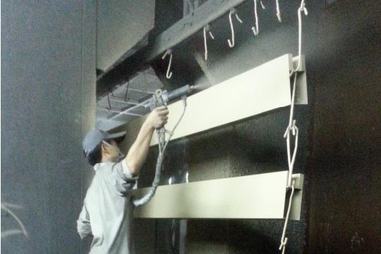 弘大铝型材氟碳漆喷涂解决方案